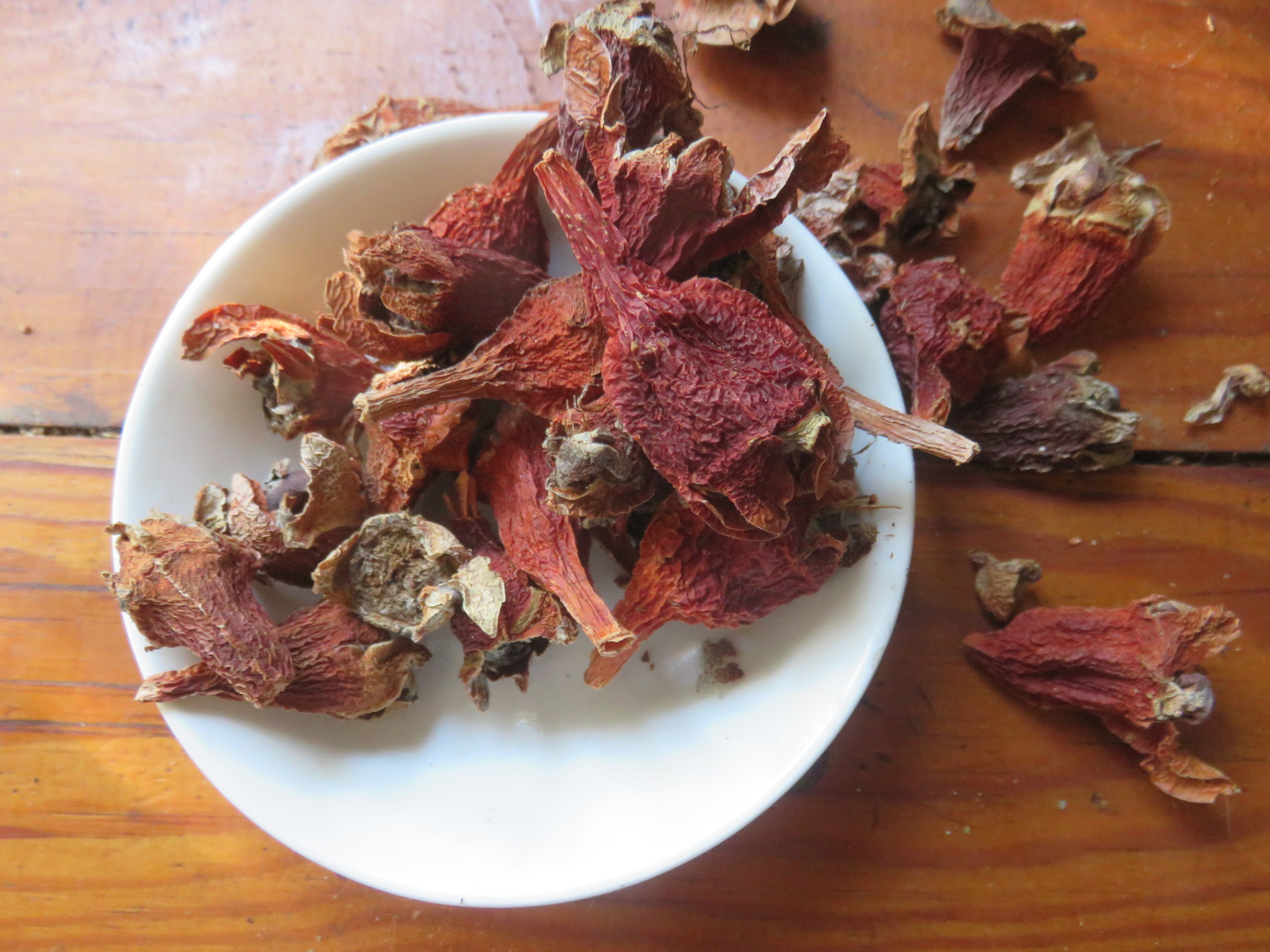 dried sour fig capsules